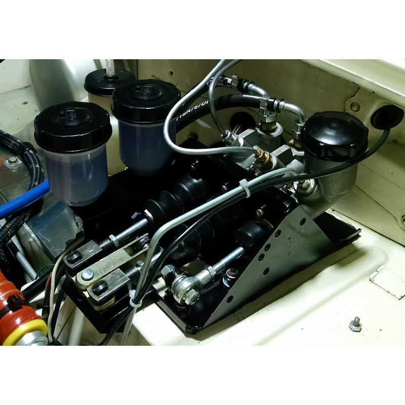 Fitted to LHD TR4 race car - click for larger image